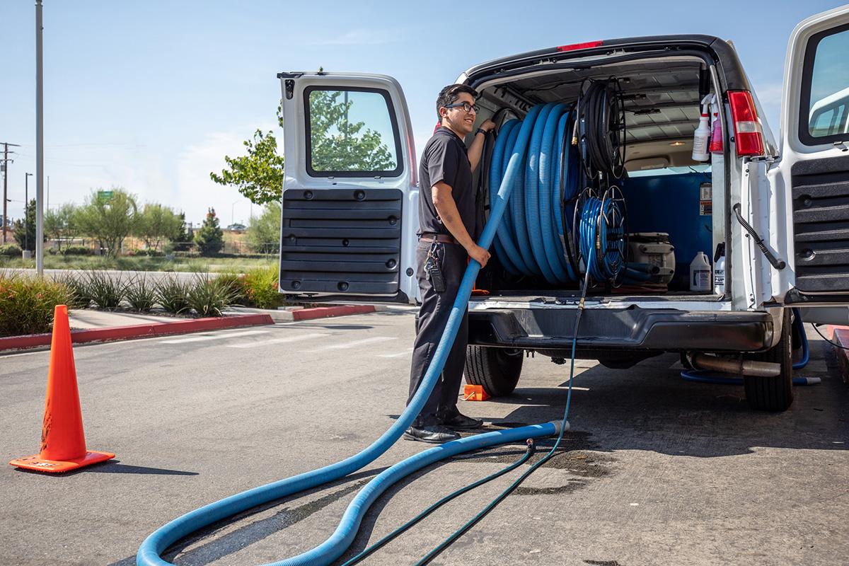unloading carpet care equipment